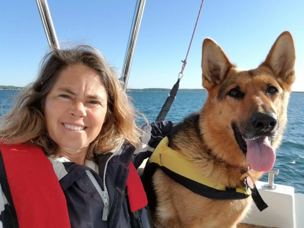 Rosa Linda Román with Nala on s/v Dawn Treader